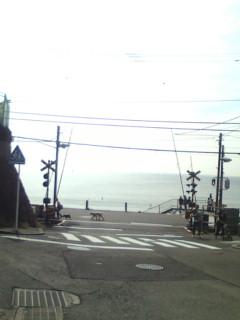 海と踏切と江ノ電と。