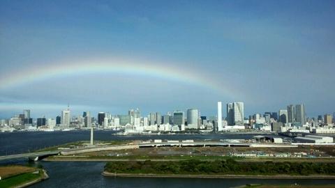 台風と虹。